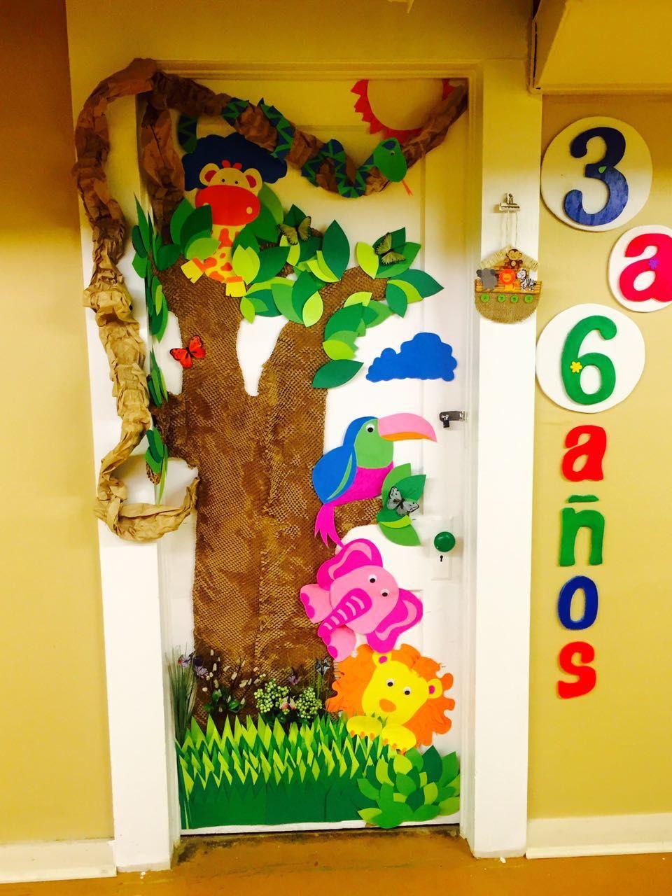 Decoraci n selva en puerta de sal n de clases for Decoracion para puertas de salon de clases