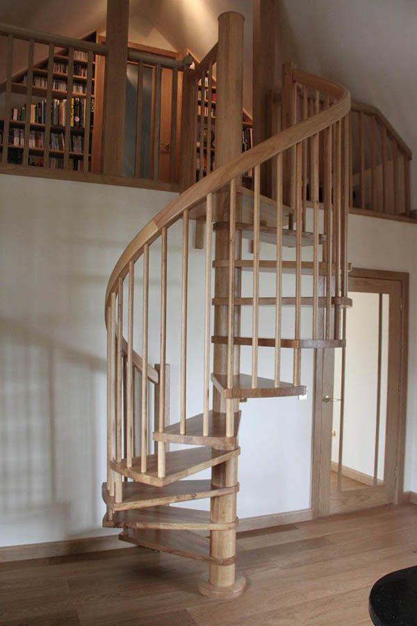 sencilla escalera caracol de madera