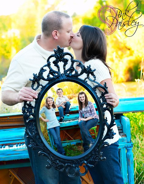 Great family photo idea using a mirror to reflect the children