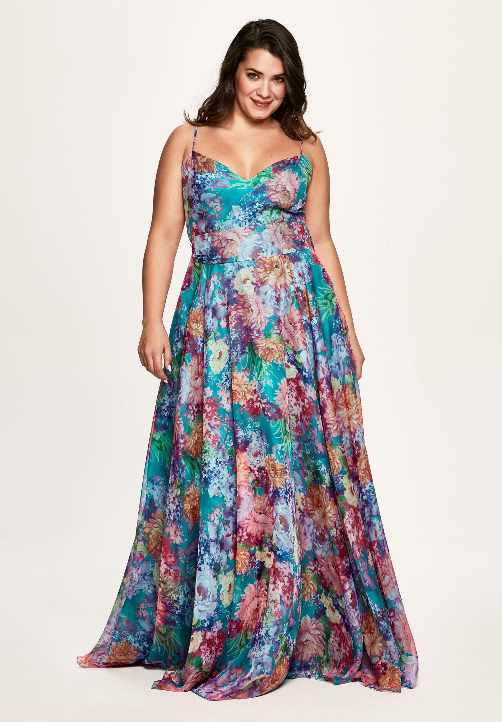 b4472a53c6 Invitadas a bodas vestidos de fiesta en tallas grandes. Tienda en Madrid y  online. Moda mujer