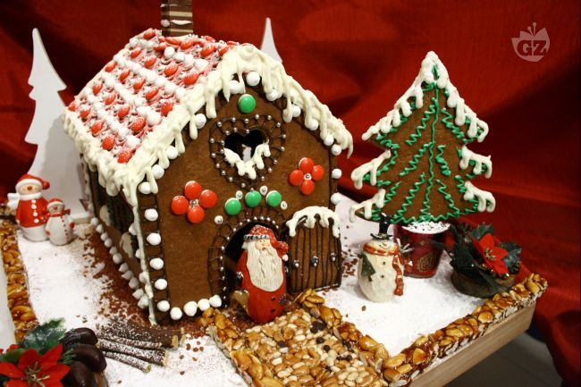 Casetta Di Natale Con Biscotti : Casetta di pan di spezie ricetta gingerbread gingerbread