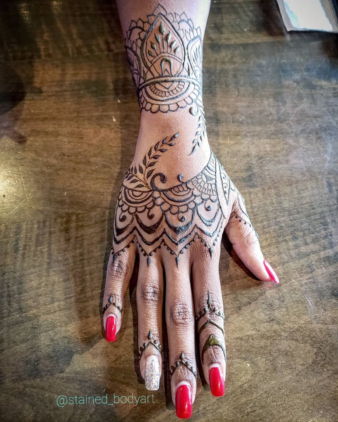 Rihanna Inspired Natural Henna Tattoo Badgalriri Fentybeauty Henna Rihanna Hand Tattoo Hand Tattoos Henna Inspired Tattoos