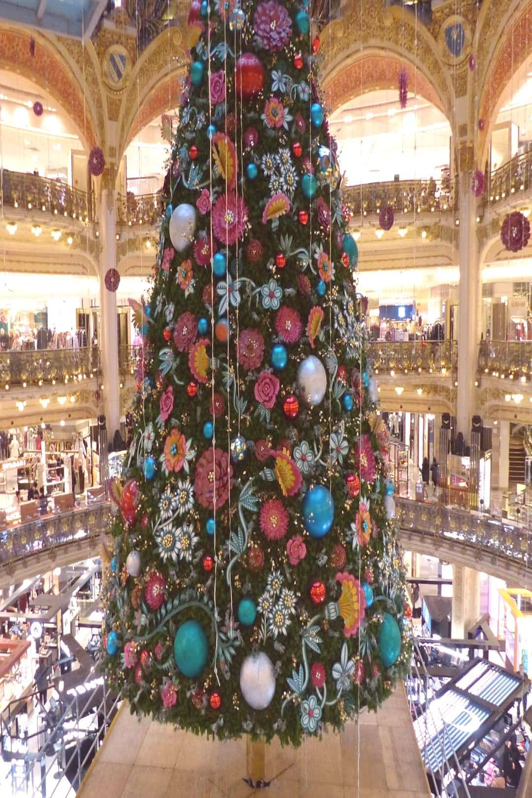 #christmaslights #christmastre #christmas #indoor #paris #tree #and パリ、そぞろ歩き。 #paris #christmaslights #christmastreYou can find Christmas lights and more on our website.パリ、そぞろ歩き。 #paris #christmaslights #christmastre