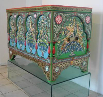 Sendouk L Aroussa Meubles Peints A La Main Decoration Marocaine Peinture Sur Bois