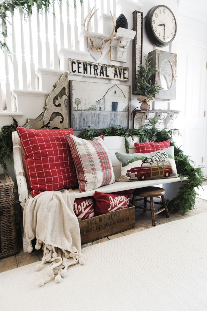 diy rustic farmhouse christmas entryway a must pin for farmhouse and cottage style christmas decor - Cabin Style Christmas Decorations