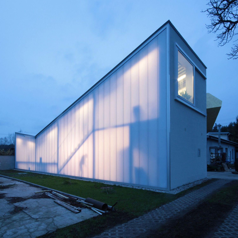anbau f r einen bildhauer atelier in warschau von piotr brzoza architekten bildhauer anbau. Black Bedroom Furniture Sets. Home Design Ideas