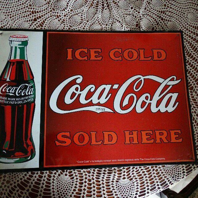 Coca Cola Sign TARGA ⏪ COCA COLA ⏩ ORIGINALE Targa CoCa-Cola vintage✅  TRADE® MARK REGISTRERED BOTTLE PAT'D DEC.25.1923  ICE COLD COCA COLA SOLD HERE  *COCA-COLA* E LA BOTTIGLIA CONTOUR SONO MARCHI REGISTRATI DALLA  THE COCA-COLA COMPANY Misure  49.5 cm x 35 cm Presenta qualche piccolo segno che la rende molto più 🆒  @Coca-cola #cocacola #icecold #soldhere #bar #vintage #collezione #antiquariato #collezionismo #depop #targacocacola #vintage #antiquariato #collezionismo #cocacolaicecold
