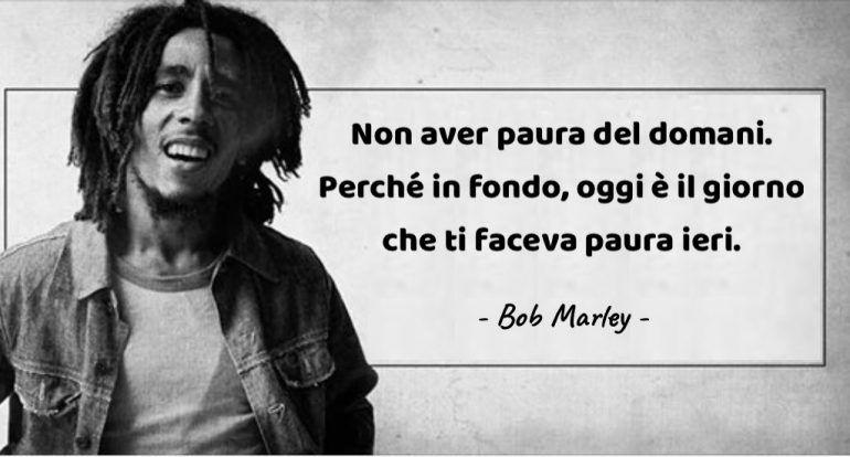 Frasi Sul Sorriso Bob Marley.Bob Marley 20 Pensieri Della Leggenda Del Reggae Che Renderanno Migliore La Tua Giornata Ognigiorno Magazine Bob Marley Bob Leggende