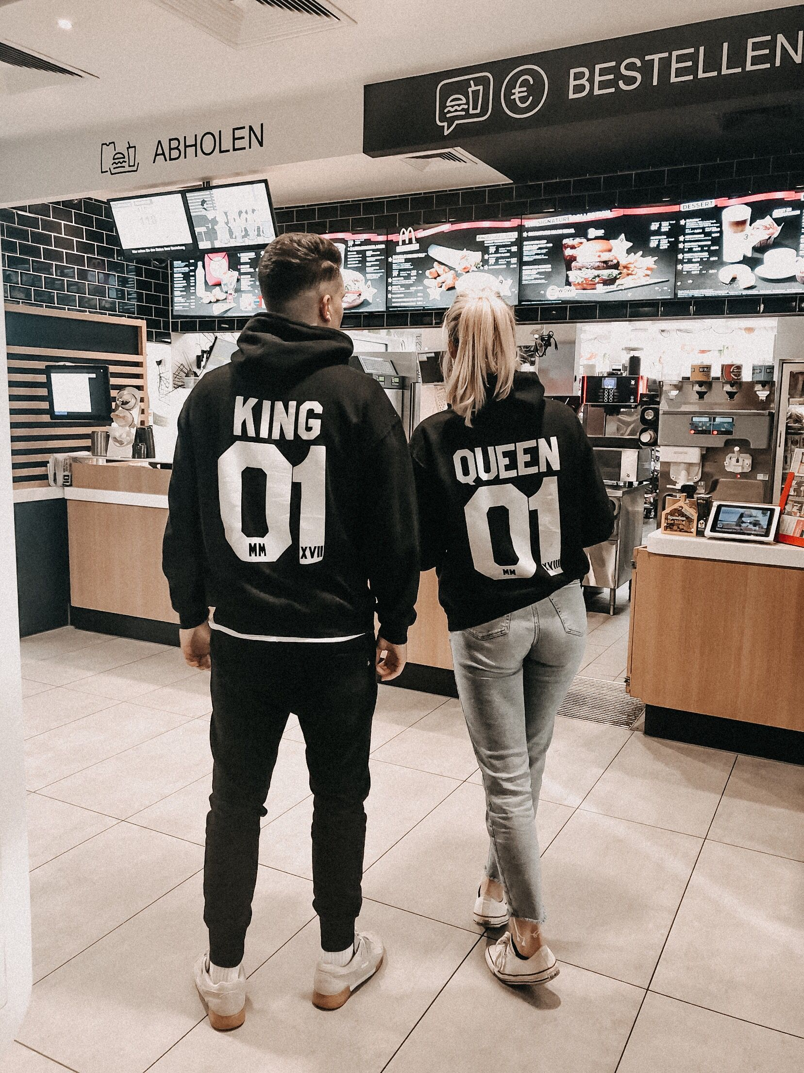 70869d8ea 2er Set Hamburger Haenger ® King 01 & Queen 01 Hoodie Schwarz Weiss |  Friend pictures | Cute couple outfits, Couple tshirts, Fashion couple