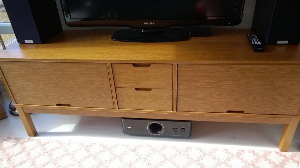 Ikean Stockholm -sarjan tv-taso. Hyvä siisti kunto.