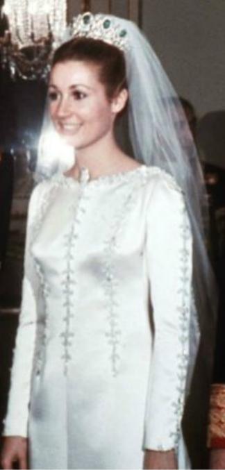 el último vestido de novia que hizo balenciaga fue para carmen