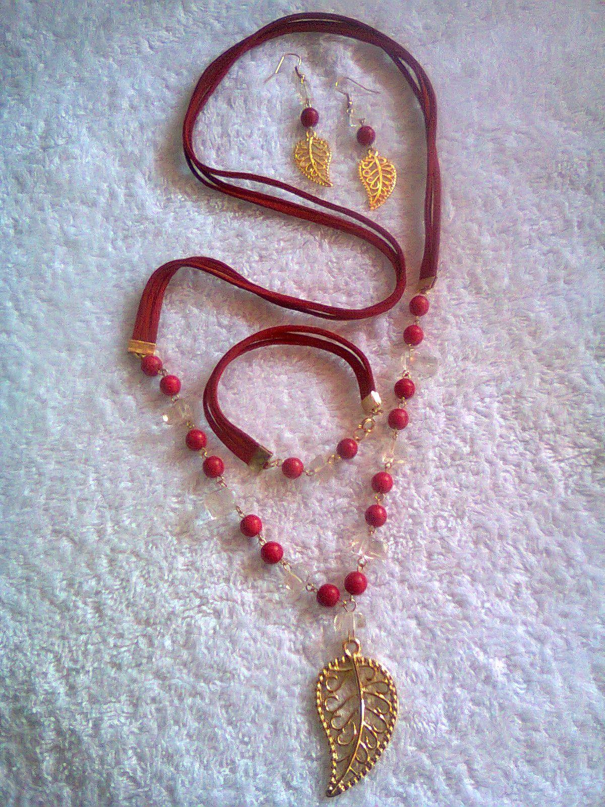 Collar de cuero plano rojo y piedras Turquesas rojas y Cuarzo cristal