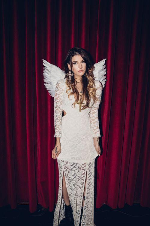 QUEEN u may rule nowwww <3 Romeo & Juliet <3Shop Da luv $torywww.DollsKill.com/JulietR