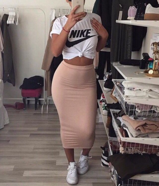 1d7c94e5be5 Pencil skirt   sneakers