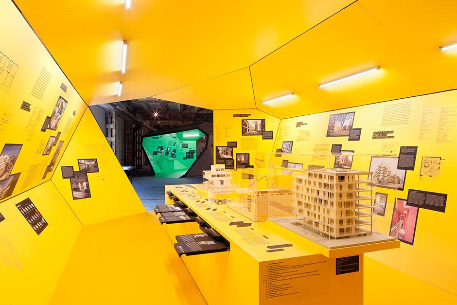 Ausstellungsarchitektur Begehbarer Ausstellungskorper Innen Mit Vitrine Ausstellung Wohnen Architektur