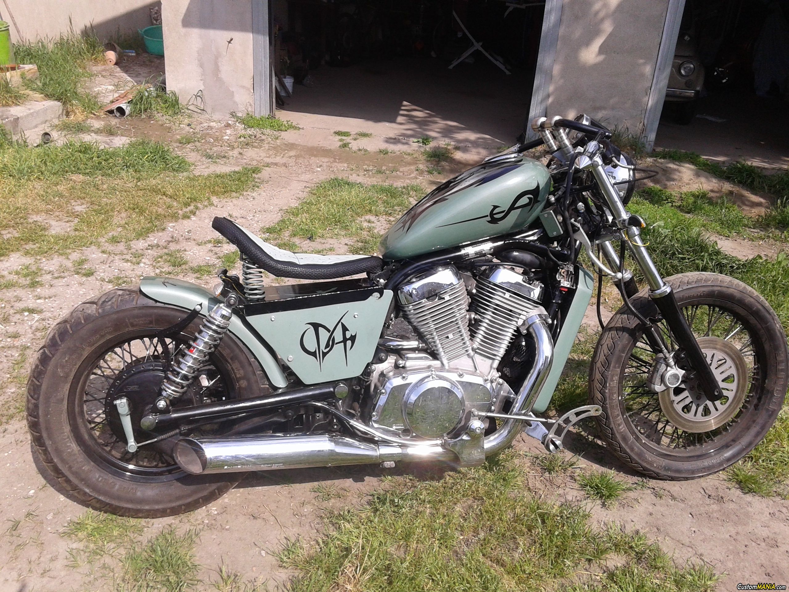 suzuki intruder 800 bobber see more on custommania and upload