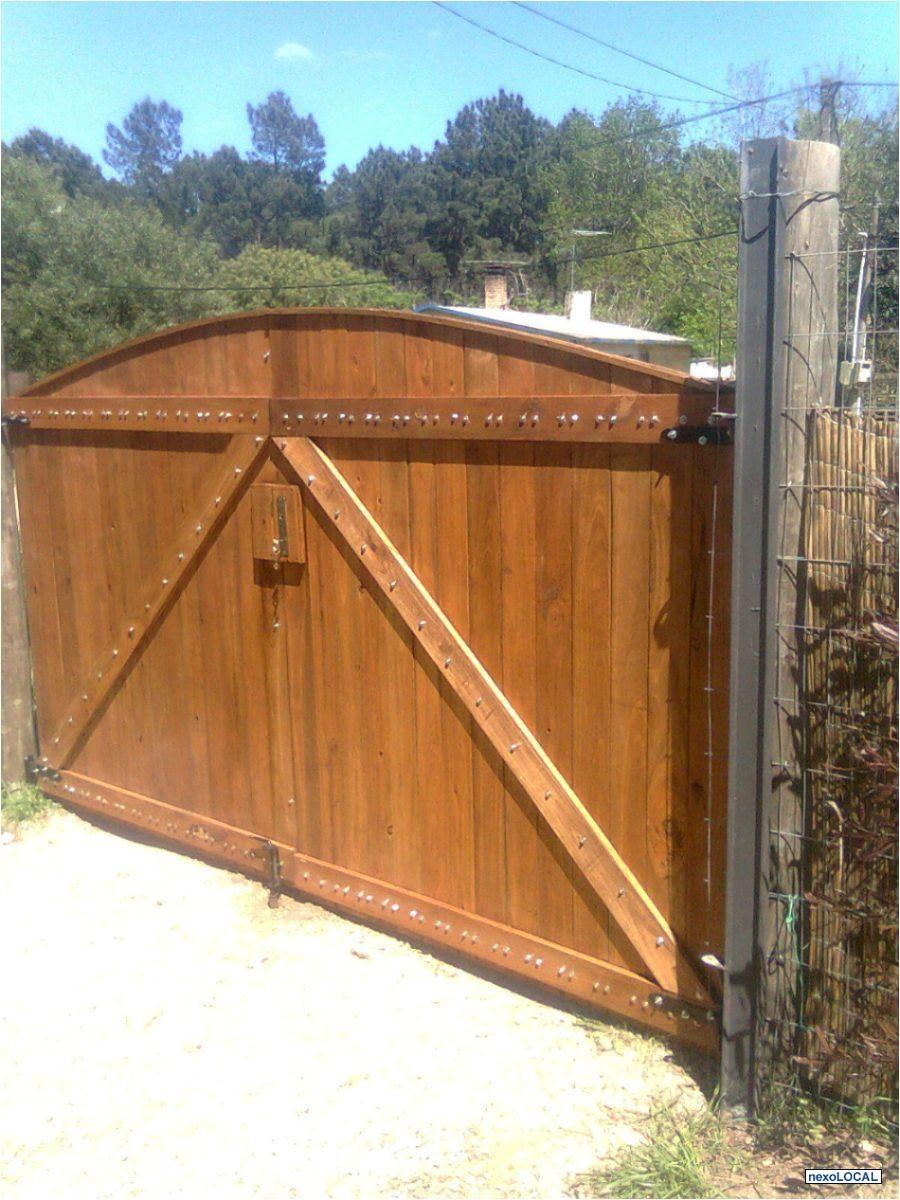Puertas jardin madera good tranquera de madera porton for Caseta chapa segunda mano