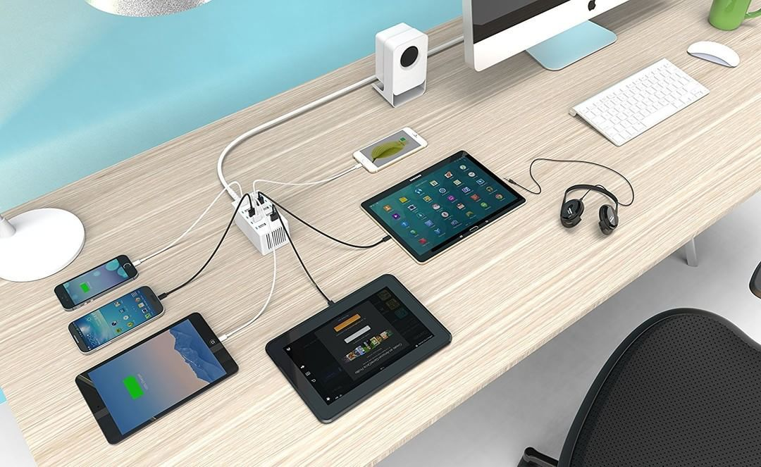 Charge up to 10 usb devices simultaneously from one wall