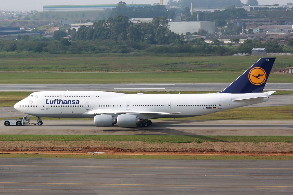 boeing 747 800 lufthansa german airlines passenger version commercial airliners pinterest. Black Bedroom Furniture Sets. Home Design Ideas