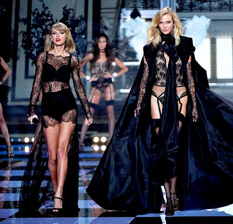 56e2eedf4ec A lingerie-clad Taylor Swift performed her new 1989 song
