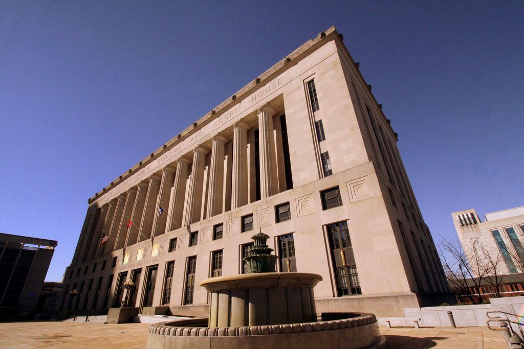 91 Seemidtn Com Courthouses Ideas Courthouse City Hall County