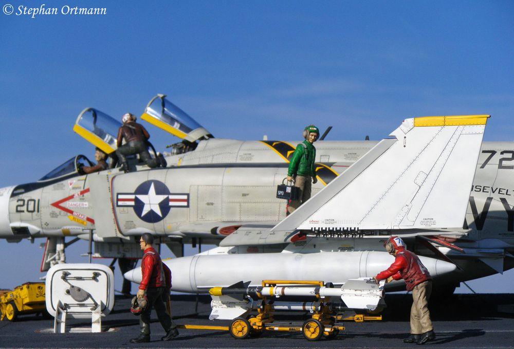 "1/32 F-4J Phantom II, VF-84 ""Jolly Rogers"""