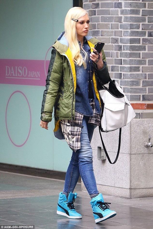 bbf6f6f945346 Gwen Stefani wearing Puma Sky Wedge
