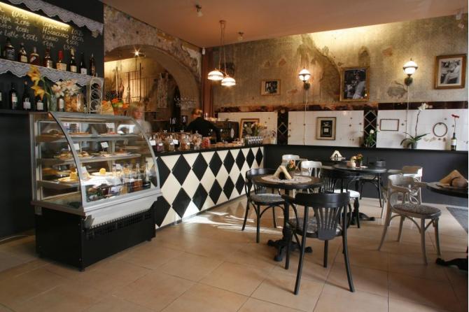 Vintage french cafe interior images for Design interior cafe vintage