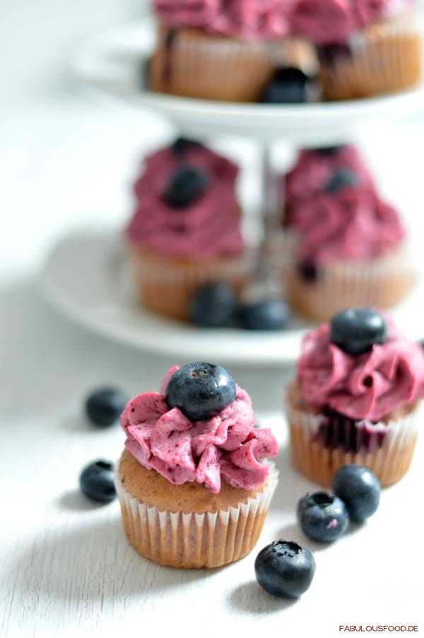 brombeeren heidelbeeren cupcakes muffins mini klein kaffee coffee muffinblech topping. Black Bedroom Furniture Sets. Home Design Ideas