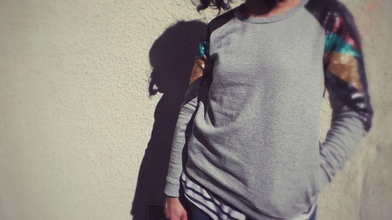 """La blogueuse Nadia du blog """"Nizza Girl"""" porte le sweat à sequins Sud express SUSI!"""