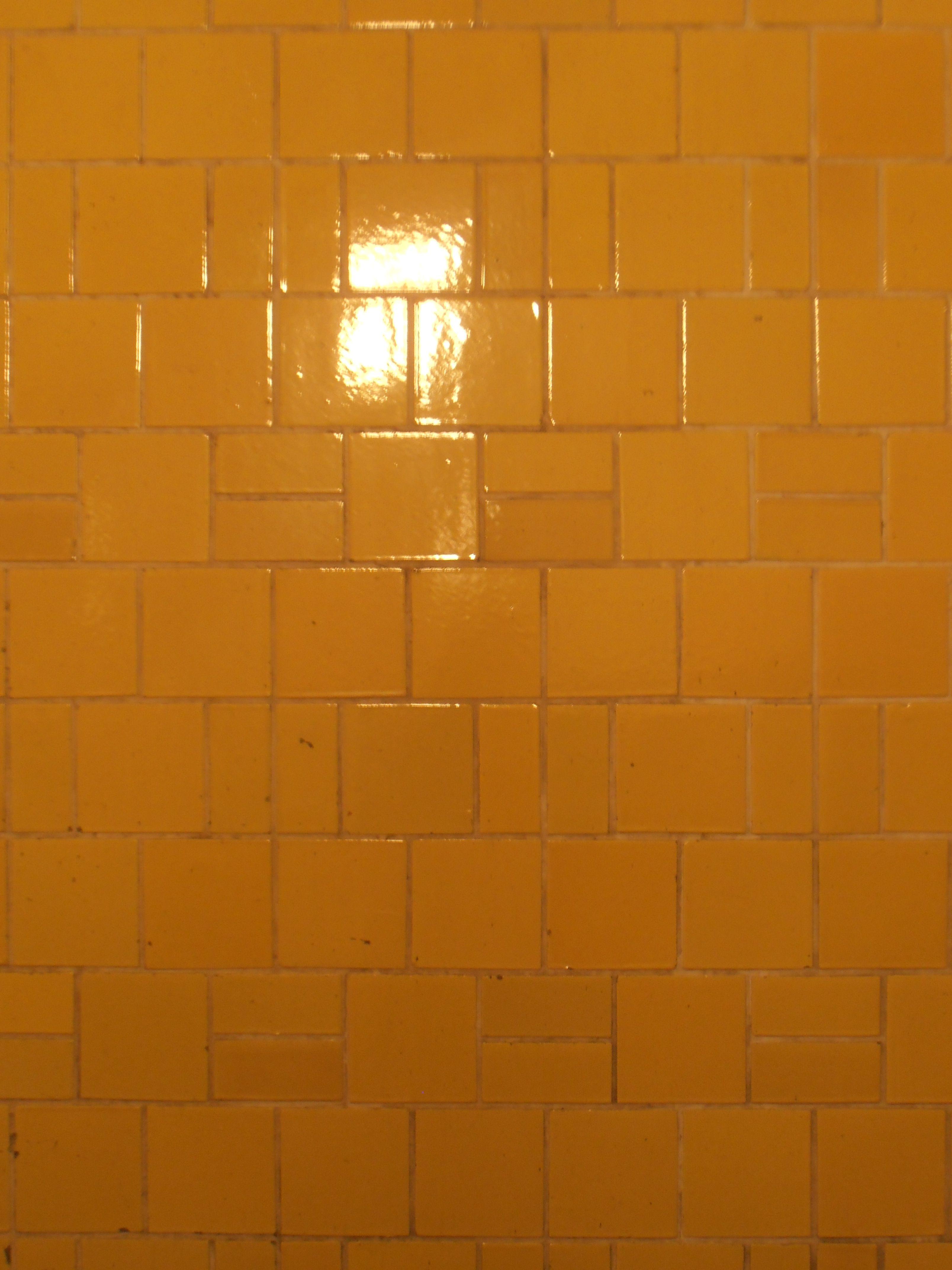 Yellow tiles, Verbandshaus der Deutschen Buchdrucker, Arch. Max Taut, Berlin, Germany