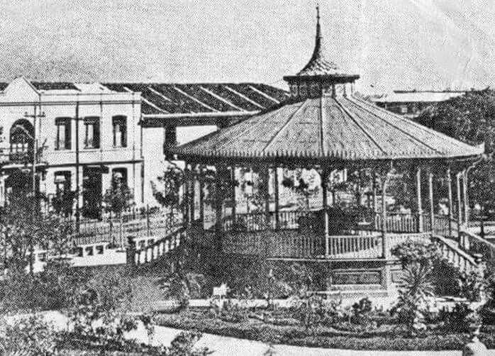Resultado de imagen para fotografías viejas del parque central de San Jose, costa rica