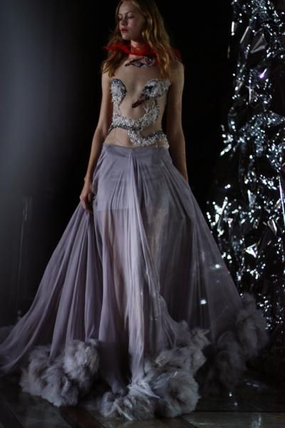 GILES DEACON SS/12 | Idol Magazine - swan dress
