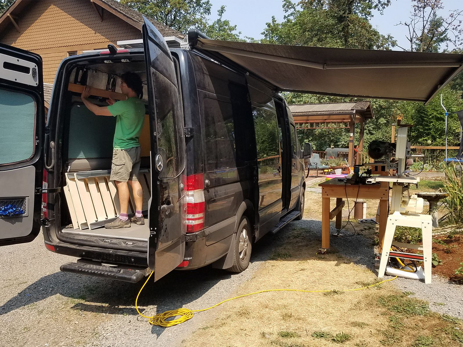 Custom Sprinter Conversion Maximize The Exterior Creatid Sprinter Conversion Sprinter Sprinter Van