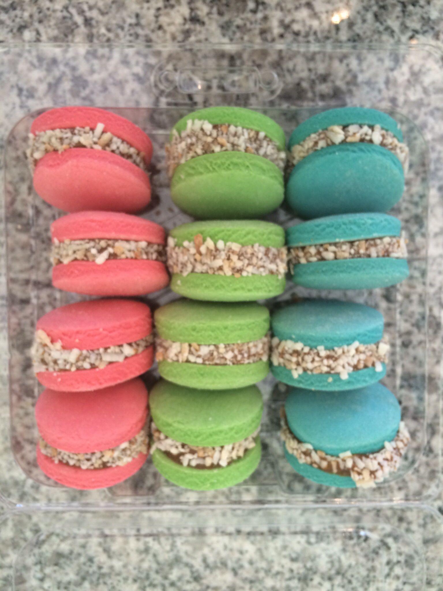Alfajores De Colores Macarons Macarons Food Drinks