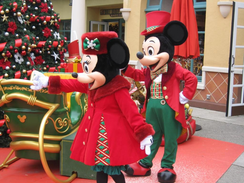 Christmas Minnie Mouse Disneyland.Mickey Minnie In Christmas Outfit Disneyland Paris