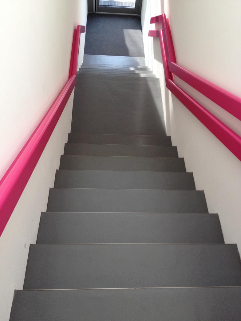 kita, kleine treppe in den aussenbereich | vierwand weitere arbeiten