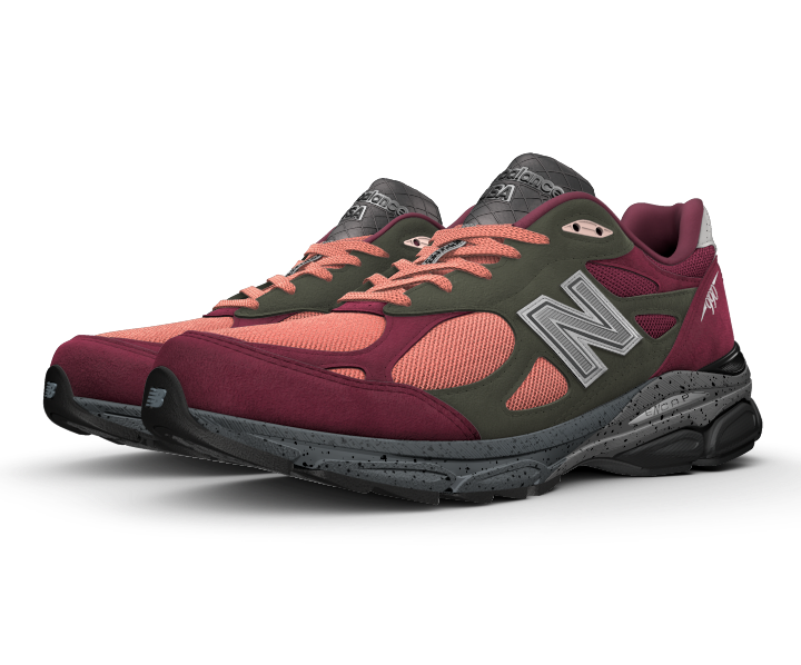 The legendary New Balance 990 series comes full circle with the NB1 990v3. It's the most performance-driven of the NB1 lifestyle line-up, so you can customize the soft suede and mesh upper to reflect your unique look and enjoy the perks of a cushioned sneaker.