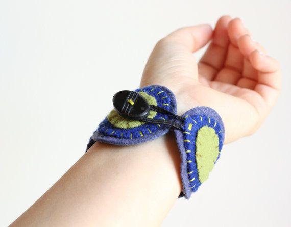 SALE 40% OFF Felt Bracelet Wristband Cuff от ThePennyRunner
