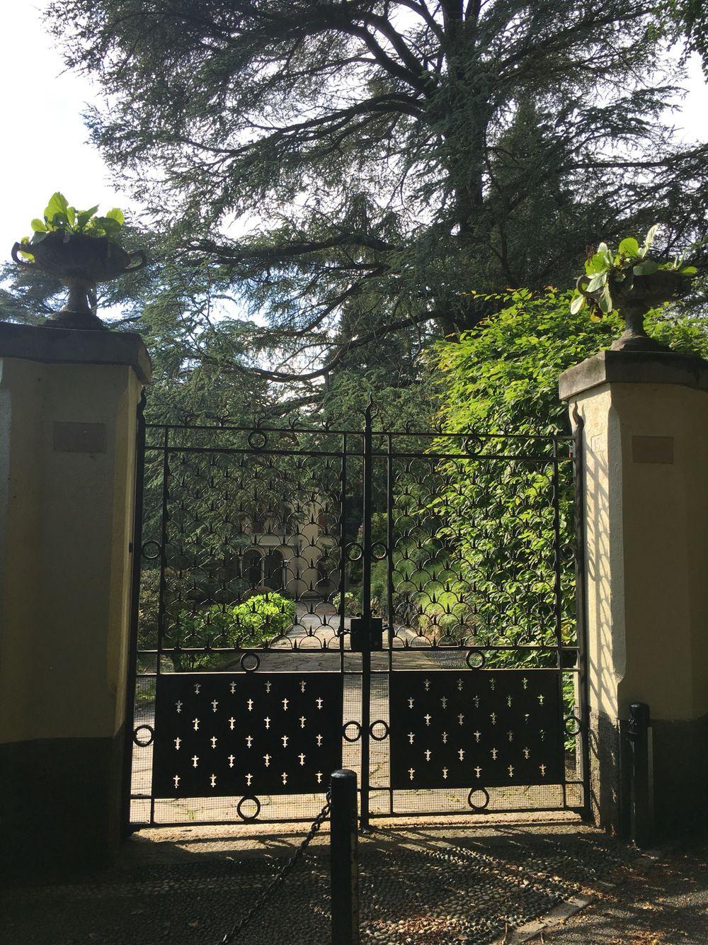 Como gates