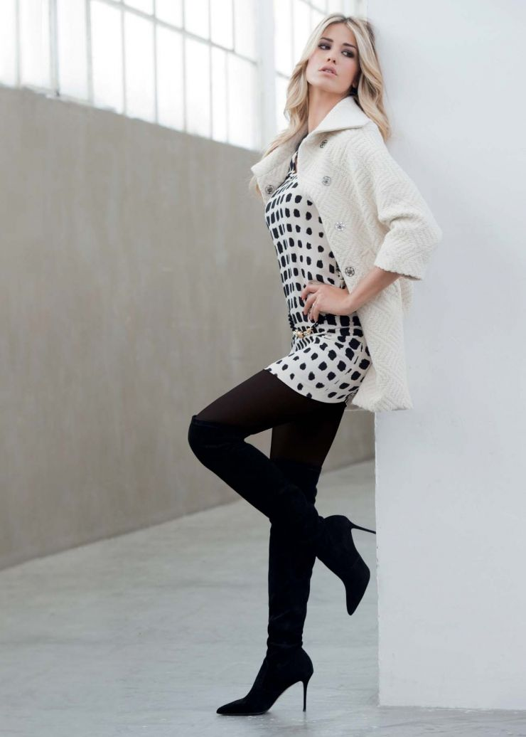 pattern black tights with black dress - 736×1030