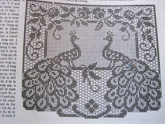 1970\'s Vintage Filet Crochet Peacock Chair von KendallsCrochet ...