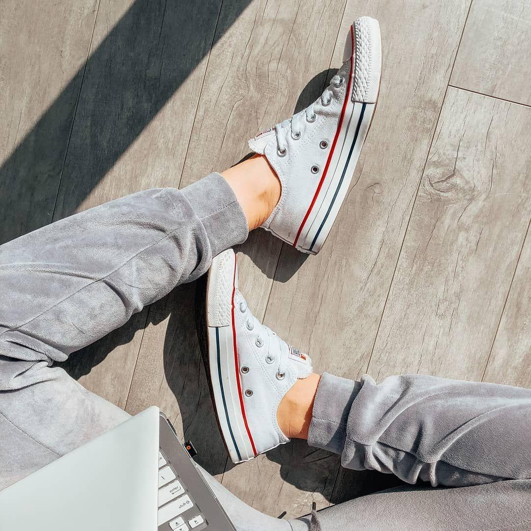 Na Homeoffice Tez Mozna Zadbac O Troche Stylu Trampki Converse Sprawdza Sie Idealnie Stylow Slip On Sneaker Sneaker Stores Vans Classic Slip On