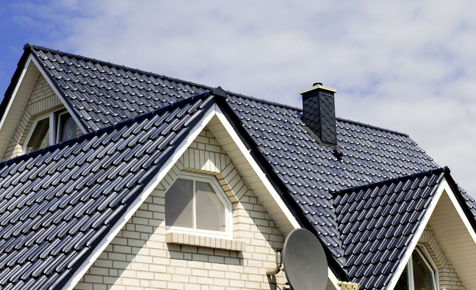 Hire Professional Qualified Knowledgeable And Helpful People To Get Your Roof Repaired Nwroofs Provides The Residential Roofing Roofing Roofing Contractors