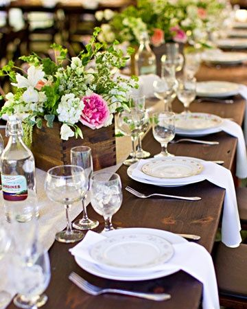 Love the wood farm table. Also the wooden flower & Love the wood farm table. Also the wooden flower | Wedding Tips ...