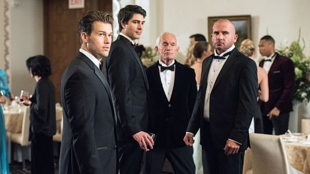 """DC's Legends of Tomorrow Episode 2.05 Preview: The Team Takes on The Cold War http://filmanons.besaba.com/dcs-legends-of-tomorrow-episode-2-05-preview-the-team-takes-on-the-cold-war/  DC's Legends of Tomorrow Episode 2.05 preview The CW has released the first preview and photos for DC's Legends of TomorrowEpisode 2.05, which you can check outbelow! Titled """"Compromised,"""" the episode is officially described as follows: """"When the Legends trace a timequake to President Reagan's White House…"""