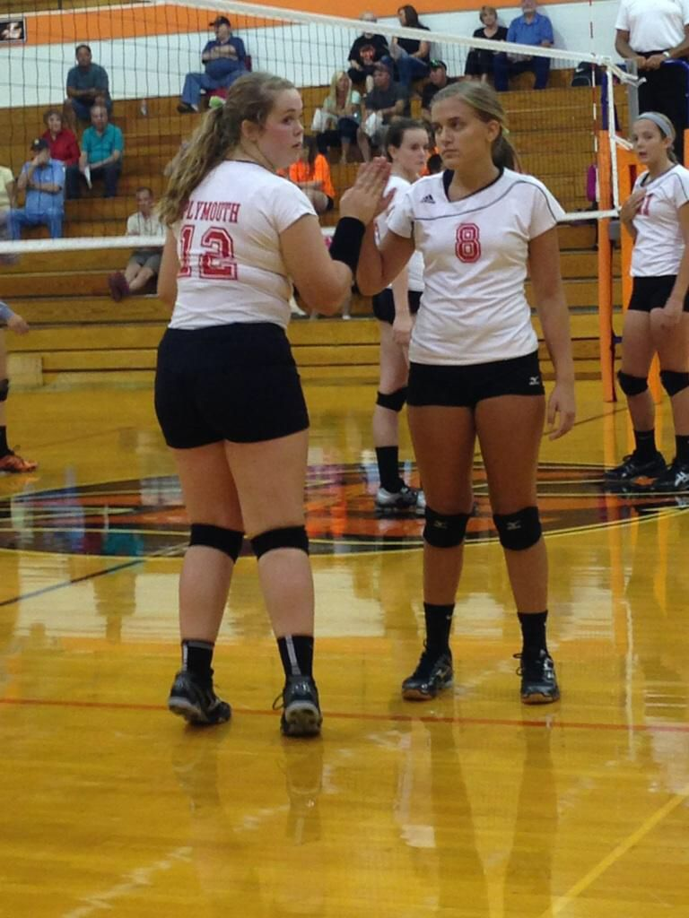Going On Right Now In Laporte Indiana Kendall Rhodes Leah Smith And Kassie Dickey Cheer On The Jv Volleyball Team From Volleyball Team Volleyball Athlete