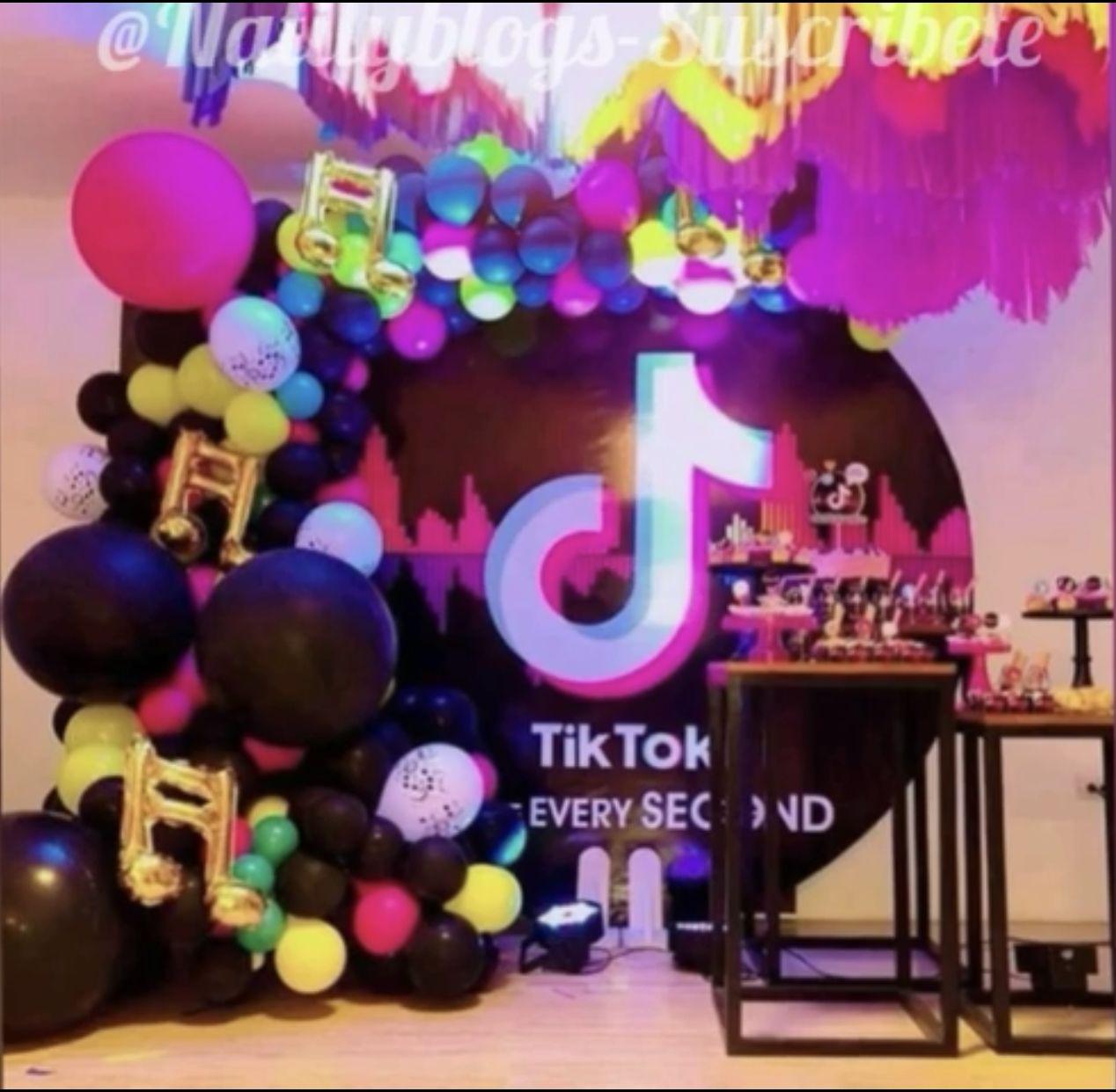 VSTON TIK Tok Decoraciones Fiesta Cumplea/ños,TIK Tok Banner Mantel Cortina de Flecos Globo de Papel de Aluminio y Globos de l/átex Adornos para Tartas Suministros para Fiestas de cumplea/ños