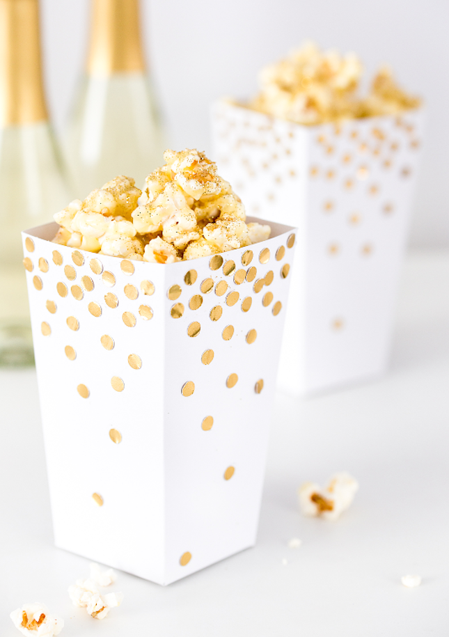 35 Gilded and Gorgeous New Year's Eve Party Ideas #newyearsevefood