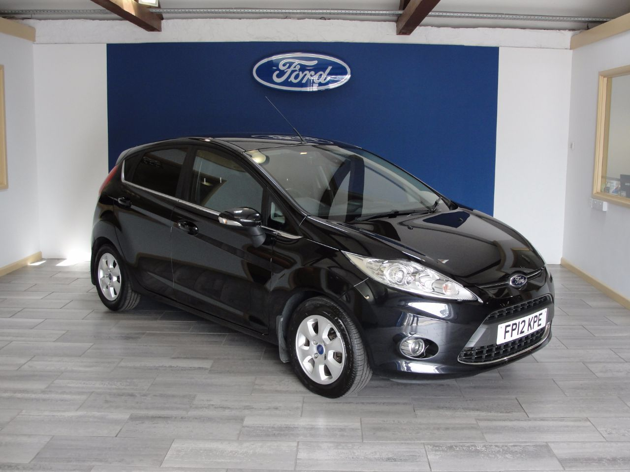 ford fiesta 1 6 tdci 95 titanium econetic 5dr hatchback. Black Bedroom Furniture Sets. Home Design Ideas